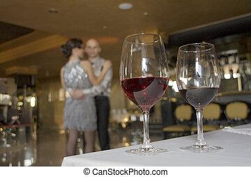 テーブル, wineglasses