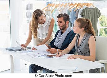 デザイナー, ファッション, デザイン, 3, 論じる