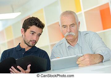 デジタル, 彼の, 教授, 祖父, 使用, 孫, タブレット