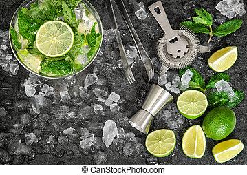 トニック, 飲みなさい, レモネード, 水, caipirinha, ガラス。, mojito, 寒い