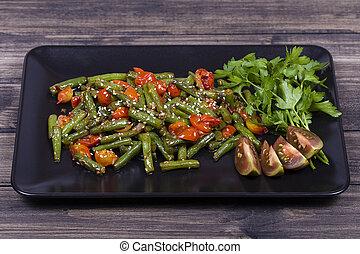 トマト, プレート, さくらんぼ, ゴマ, 料理された, 種, 緑 豆, 赤い黒字