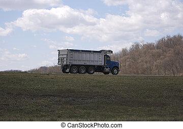 トラック, ゴミ捨て場