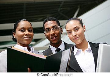 トリオ, 打撃, 有色人種, オフィス, 若い, 低い 角度