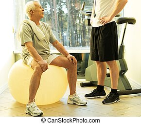 トレーナー, ボール, 個人的, いかに, フィットネス, シニア, 説明する, 練習, 人