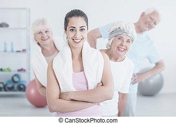 トレーナー, 微笑, 年配の人々