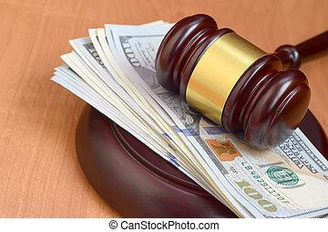 ドル, ブラウン, 多数, desk., 判断, 賄賂, 百, 悪意, テーブル。, 小槌, 下に, ビルズ, 裁判官, 木製である, お金, 法廷