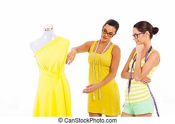 ドレスメーカー, 2, 一緒に働く