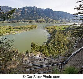 ハイキング, の上, 標識, 岩, 上に, コロンビア川