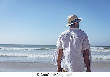ハンサム, 人間が立つ, 日当たりが良い, 浜, 日
