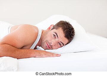 ハンサム, 人, あること, ベッド