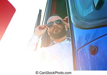 ∥, バスの運転手, improves, サングラス