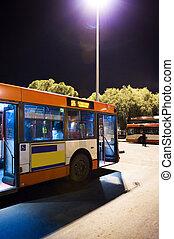 バス停留所, 夜で