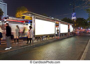 バス停, 夜で