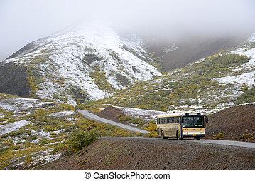 バス, 中に, 山