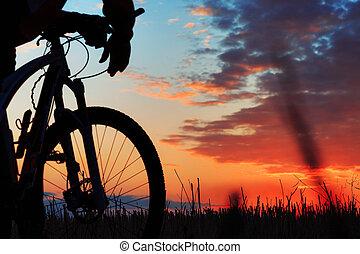 バックグラウンド。, バイカー, シルエット, 自転車, 日没