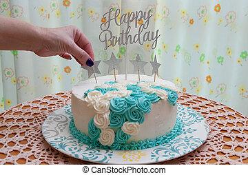 バックグラウンド。, 手, 前部, icing., 花, star., ケーキ, クローズアップ, 女, birthday, パッティング, カーテン, 白, 青, 装飾, 飾られる, ビュー。