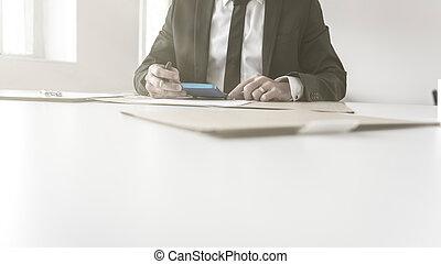 バランスをとる, 彼の, 本, 仕事, ビジネスマン