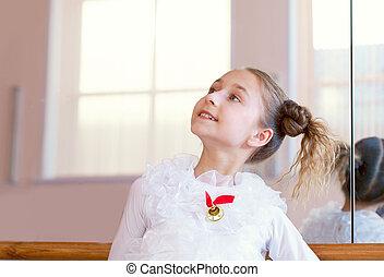 バレリーナ, イメージ, 若い, カメラ, ポーズを取る, 微笑