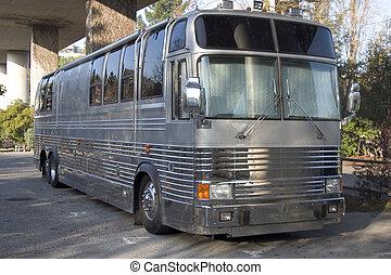 バンド, バス