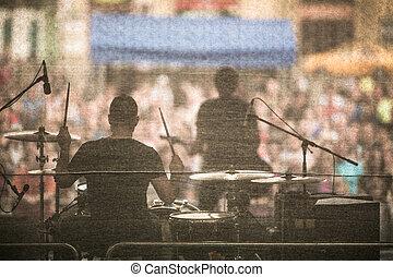バンド, 実行, 生きている, 上に, a, ステージ, の前, 巨大, 群集