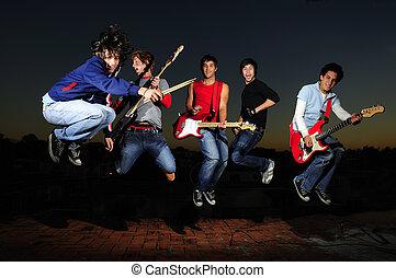 バンド, 狂気, ミュージカル