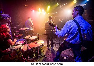 バンド, 能力を発揮する, ステージ