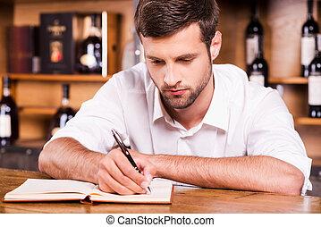 バー, ワイシャツ, カウンター, 若い, 執筆, メモ, 確信した, パッド, 何か, 傾倒, バーテンダー, 白い男性, owner.