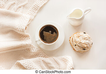 パステル, コーヒーカップ, 上, 朝, 優しい, 色, 暖かい, 黒, white., ビュー。, ペストリー, ミルク, スカーフ, 朝食