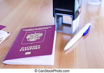 パスポート, テーブルの上に