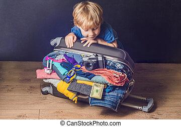 パックされた, フルである, 赤ん坊, 旅行, 衣服, 家族, 子供, 男の子, 手荷物, 旅行, suitcase., 子供, 休暇