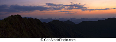 パノラマである, 山の景色, ∥において∥, 日没