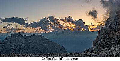 パノラマの光景, の, 山, sunset.