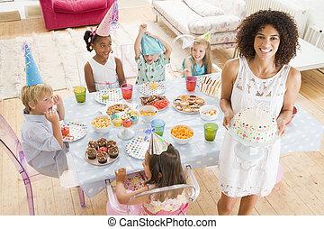 パーティー, モデル, 若い, 届く, 母, ケーキ, テーブル, 微笑, 子供