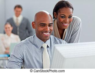 パートナー, 仕事, ビジネスコンピュータ, 一緒に, 微笑