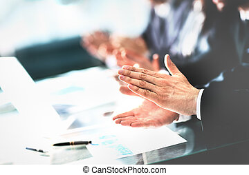 パートナー, 後で, ビジネス, レポーター, の上, 拍手喝采する, seminar., 若い, 聞くこと, レポート, 終わり