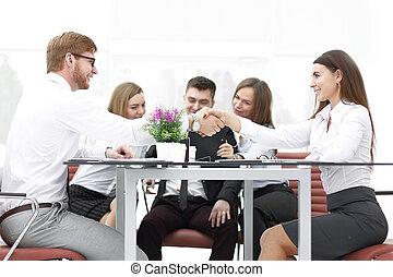 パートナー, 握手, ビジネスオフィス, 机