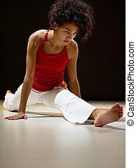 ヒスパニックの 女性, すること, 足, 分裂