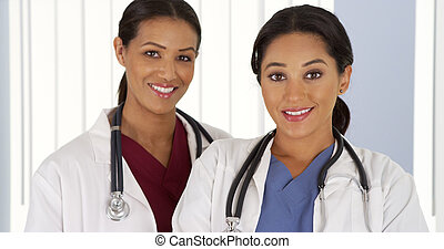ヒスパニック, そして, african american, 医学, 医者, カメラを見る