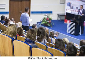 ビジネスが会合する, そして, 会議, ideas., 人々のグループ, 会議の 出席, そして, 聞くこと, へ, ∥, ホスト, スピーカー, 上に, stage., ビューを支持しなさい, の, listeners.