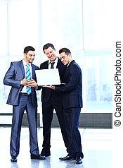 ビジネスが会合する, -, マネージャー, 論じる, 仕事, ∥で∥, 彼の, 同僚