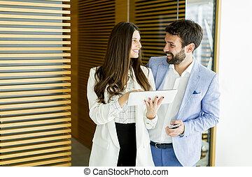 ビジネスカップル, ∥で∥, タブレット, 中に, オフィス
