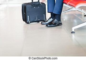 ビジネスマンの待っていること, 飛行, 空港