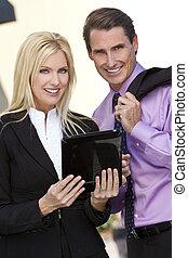 ビジネスマン, そして, 女性実業家, 使うこと, タブレット, コンピュータ