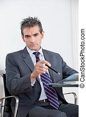 ビジネスマン, ∥で∥, デジタルタブレット, 中に, オフィス