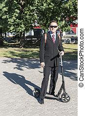 ビジネスマン, スクーター, 蹴り, 肖像画