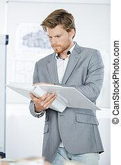 ビジネスマン, ハンサム, 若い, ノート