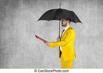 ビジネスマン, 与える, 傘, ブリーフケース, 下に