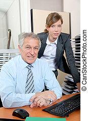 ビジネスマン, 年長の 女性, 若い, オフィス