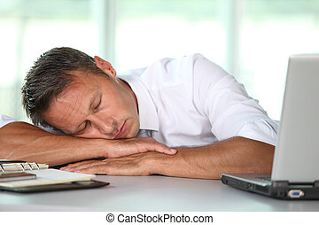 ビジネスマン, 彼の, 眠ったままで, 机