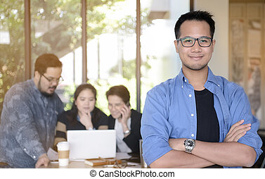 ビジネスマン, 微笑, カメラ, 若い, オフィス